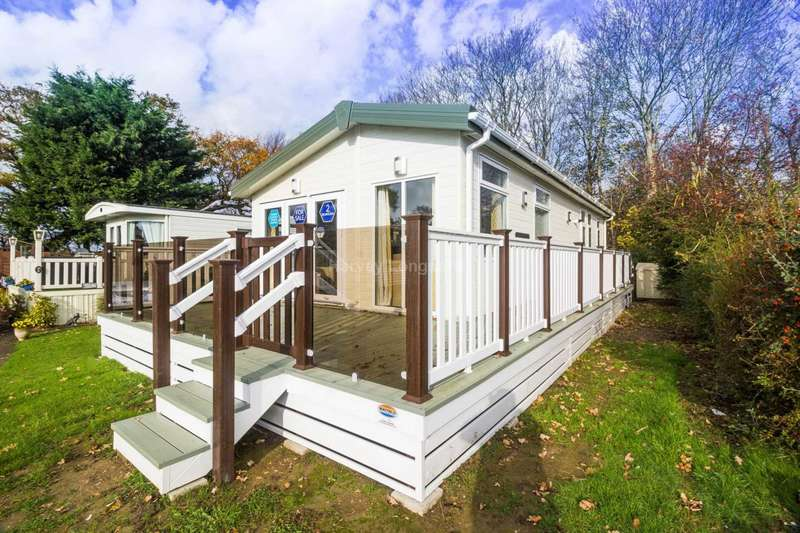 2 Bedrooms Lodge Character Property for sale in Warsash, Hampshire