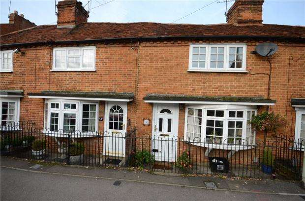 2 Bedrooms Terraced House for sale in London Road, Twyford, Reading