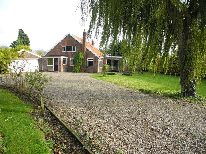 4 Bedrooms Chalet House for sale in Kirstead Green, Kirstead, Norwich