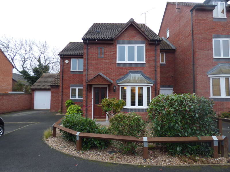 3 Bedrooms Semi Detached House for sale in Badgers Retreat, Leamington Spa