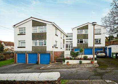 2 Bedrooms Flat for sale in Belle Vue Road, Paignton, Devon