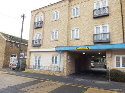 1 Bedroom Flat for sale in Woodlands Road, Wickford, Essex