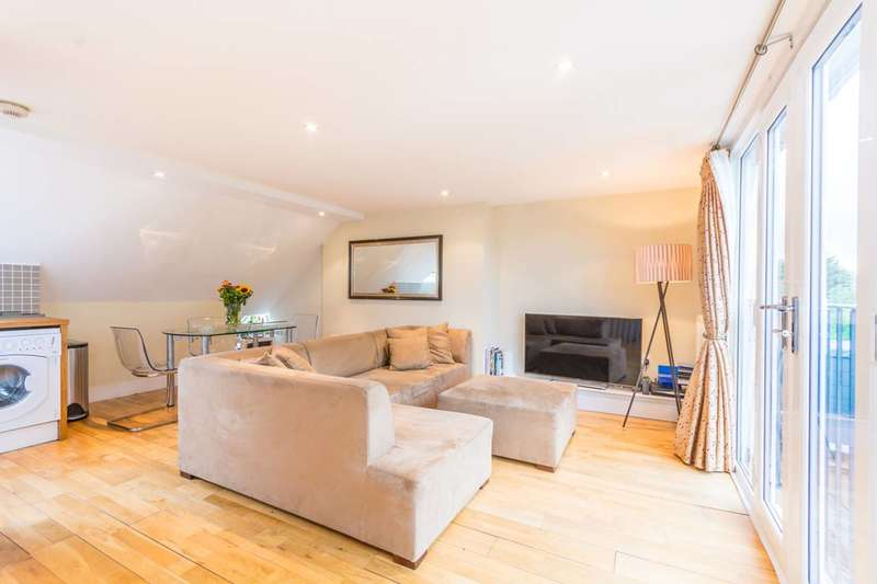 2 Bedrooms Flat for sale in Moresby Road, Clapton, E5