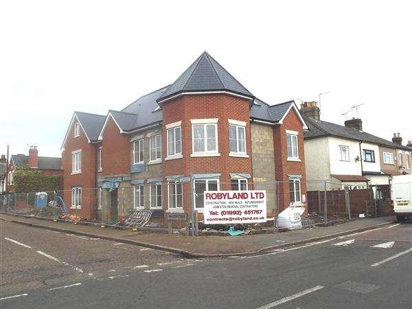 2 Bedrooms Apartment Flat for rent in Walton House, Walton Road, Hoddesdon