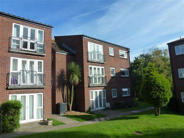 2 Bedrooms Apartment Flat for rent in Devondale Court, Dawlish Warren