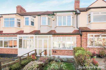 3 Bedrooms Terraced House for sale in Buckhurst, Hill, Essex