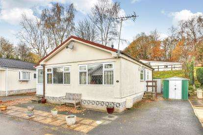 2 Bedrooms Bungalow for sale in Church Close, Gawthorpe Edge, Burnley, Lancashire, BB12