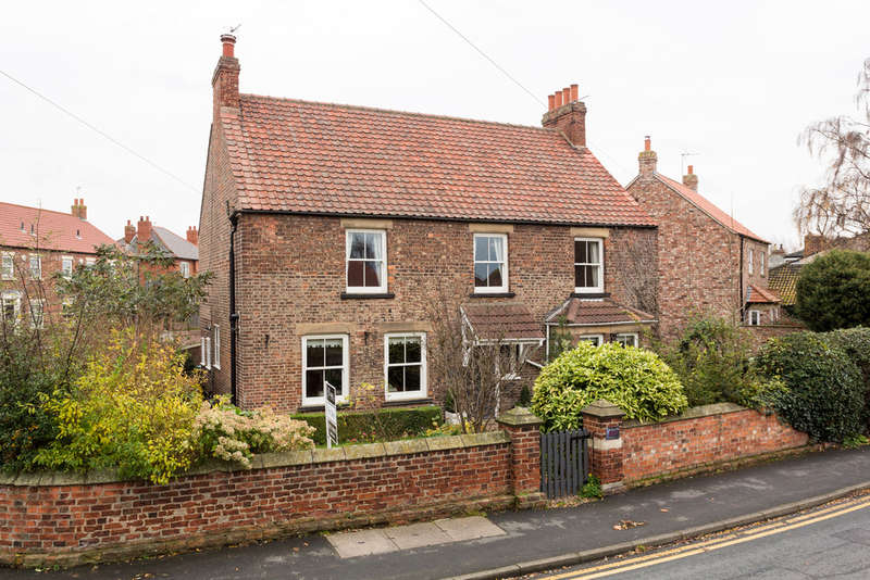 4 Bedrooms Detached House for sale in Main Street, Riccall
