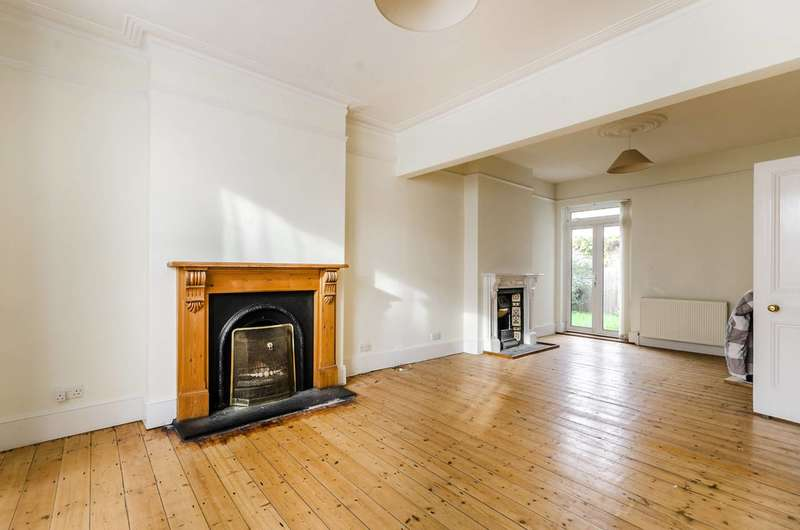 2 Bedrooms Flat for sale in Playfield Crescent, East Dulwich, SE22