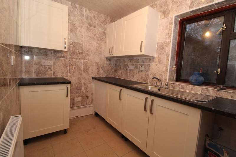 5 Bedrooms Terraced House for rent in Stopford Road, London, E13