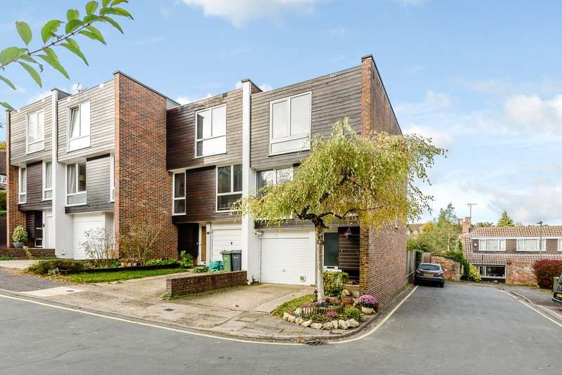 4 Bedrooms Town House for sale in Guildford