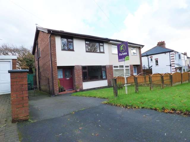 3 Bedrooms Semi Detached House for sale in Back Lane, Clayton-le-Woods, Nr Chorley, PR6 7EU