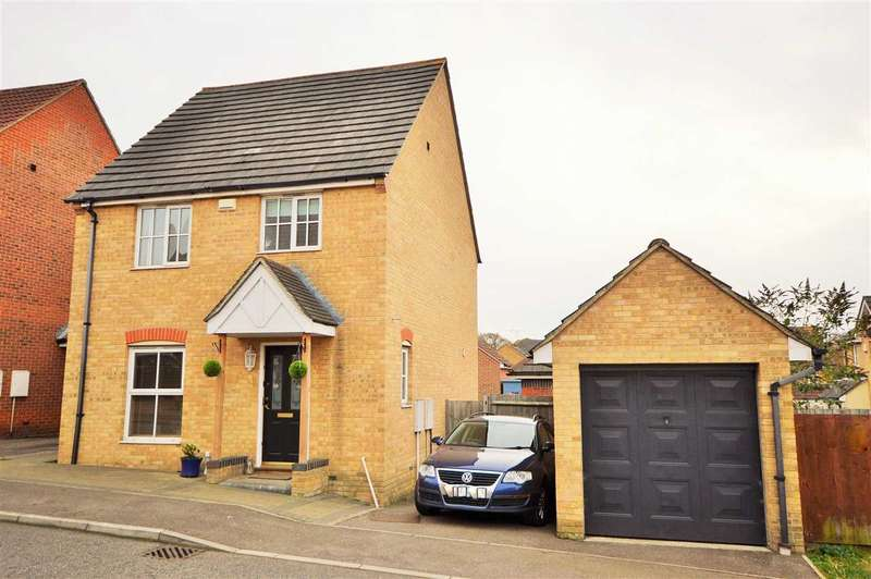 3 Bedrooms Detached House for sale in Davidson Gardens, Wickford