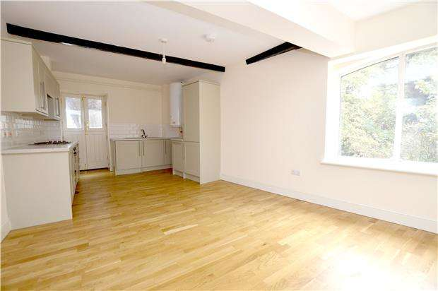 1 Bedroom Flat for sale in The Maltings, Merrywalks, Stroud, Glos, GL5 1QA