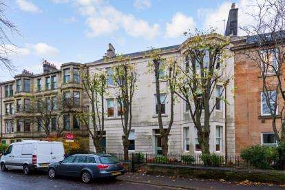 3 Bedrooms Flat for sale in Oakshaw Street West, Paisley