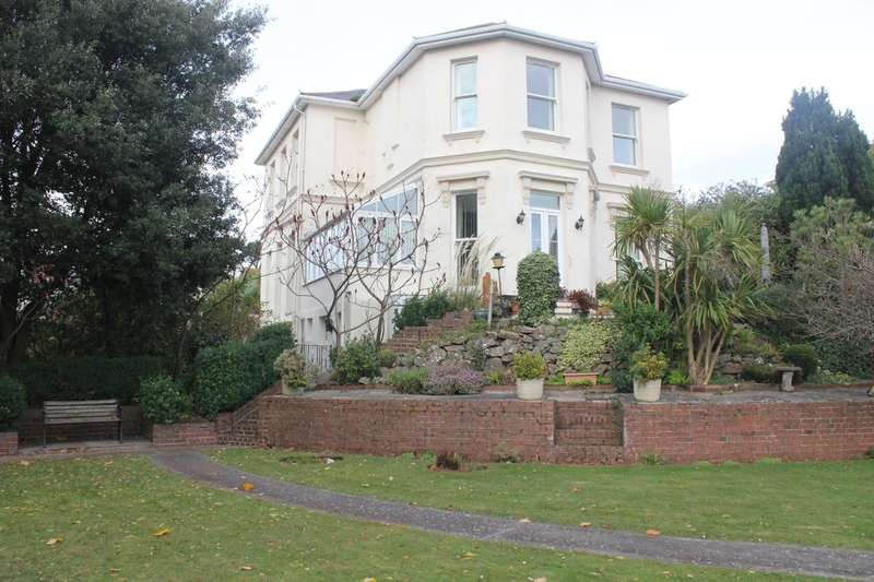 2 Bedrooms Flat for sale in Red Sands, 11 Roundham Road