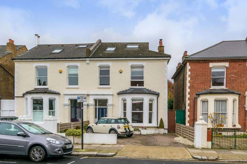 4 Bedrooms House for sale in Heathfield Gardens, Chiswick, W4