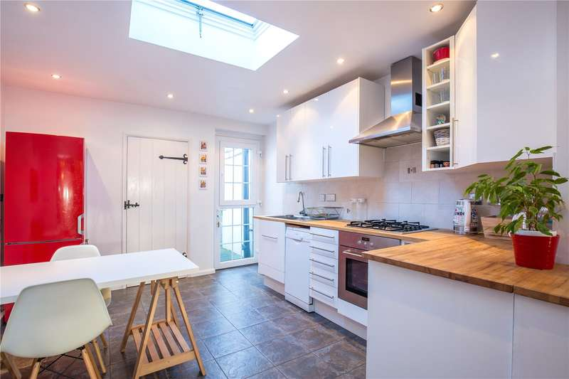 2 Bedrooms Terraced House for sale in Chelmsford Road, Southgate, London, N14