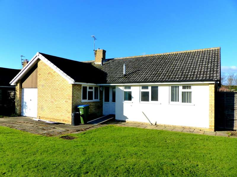 3 Bedrooms Bungalow for rent in Hampden Close, Middleton On Sea