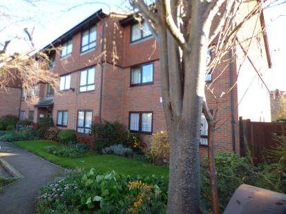 1 Bedroom Flat for sale in Holmleigh Court, Ponders End, Enfield, Middlesex