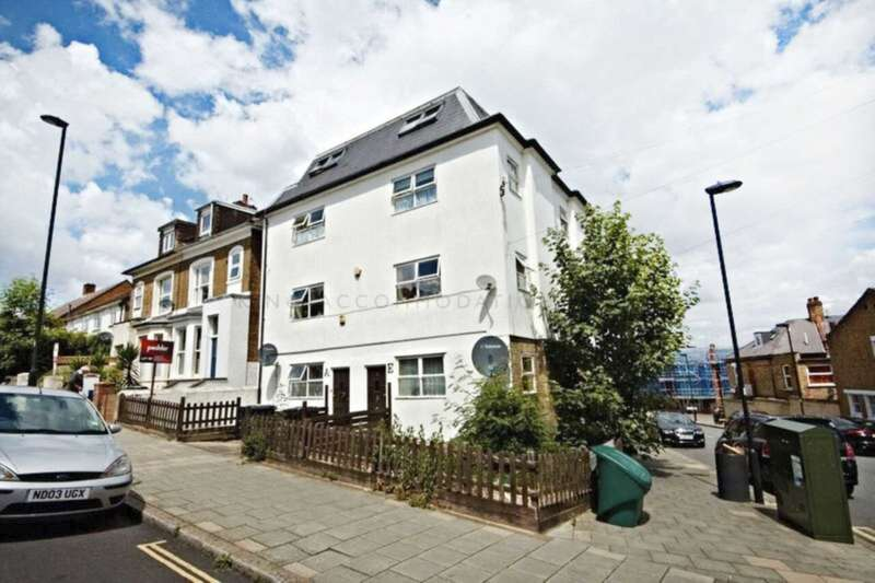 3 Bedrooms Flat for sale in Gipsy Road, London