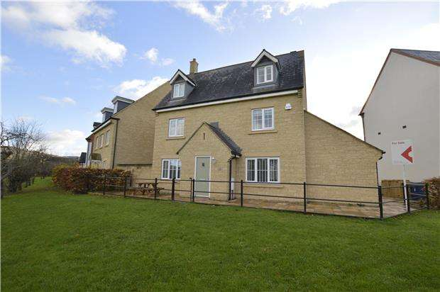 5 Bedrooms Detached House for sale in Butterfield Court, Bishops Cleeve, GL52 8RZ