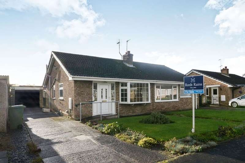 2 Bedrooms Semi Detached Bungalow for sale in Minster View, Wigginton, York, YO32