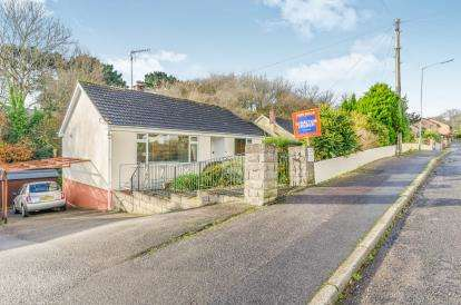 2 Bedrooms Bungalow for sale in Falmouth, Cornwall, .