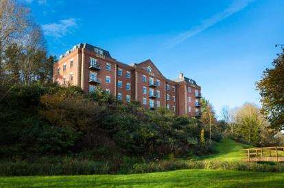 2 Bedrooms Flat for sale in Shawford Road, Winchester, Hampshire
