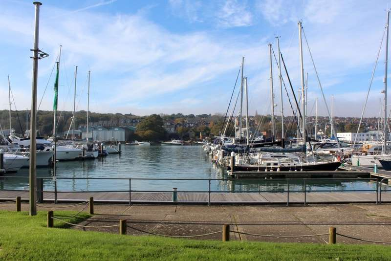 2 Bedrooms Ground Flat for sale in Britannia Way, East Cowes