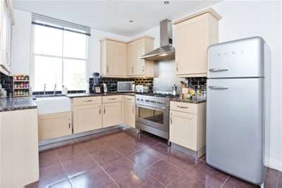 2 Bedrooms Flat for rent in Hothams Court, George Street, York, YO1