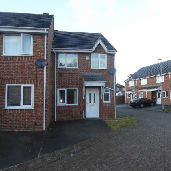 3 Bedrooms Terraced House for sale in St Alban Court, Leeds, LS9