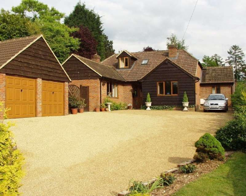 4 Bedrooms Detached House for rent in Vache Lane, Chalfont St Giles, HP8