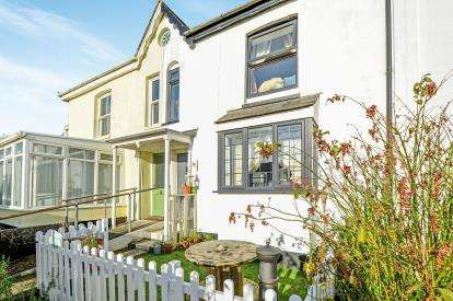 2 Bedrooms Terraced House for sale in Grampound Road, Truro, Cornwall