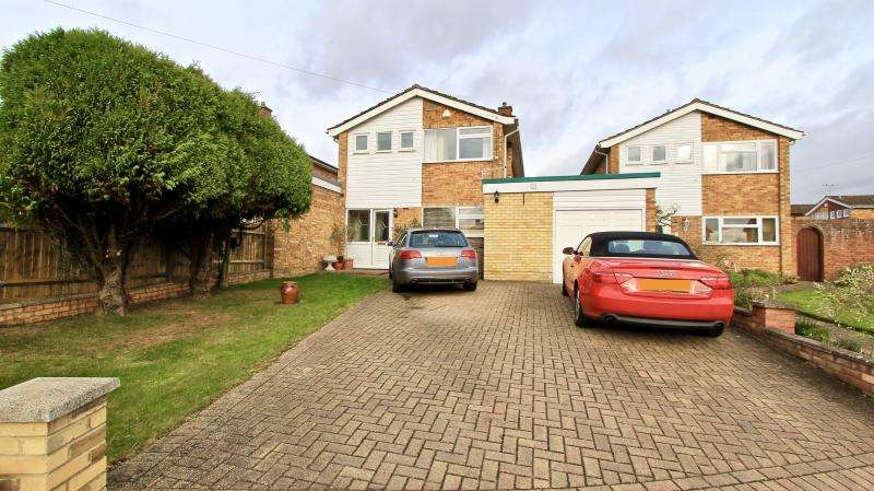 3 Bedrooms Detached House for sale in St Margarets Grove, Great Kingshill HP15