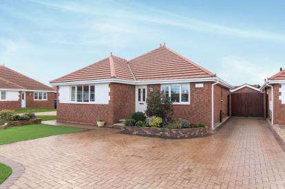 2 Bedrooms Bungalow for sale in Summer Court, Towyn, Abergele, Conwy, LL22