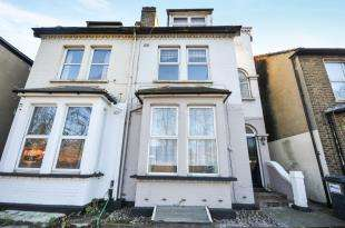 1 Bedroom Flat for sale in Brighton Road, South Croydon