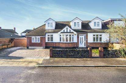 5 Bedrooms Bungalow for sale in North Grays, Essex, .