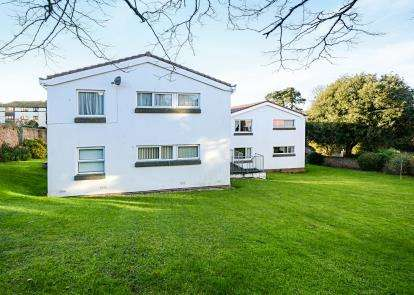 2 Bedrooms Flat for sale in Belle Vue Road, Roundham, Paignton