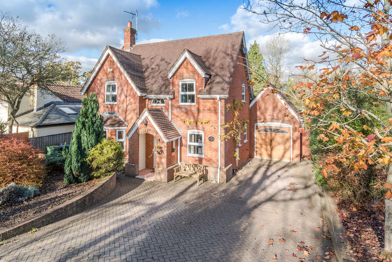 4 Bedrooms Detached House for sale in London Lane, Minety