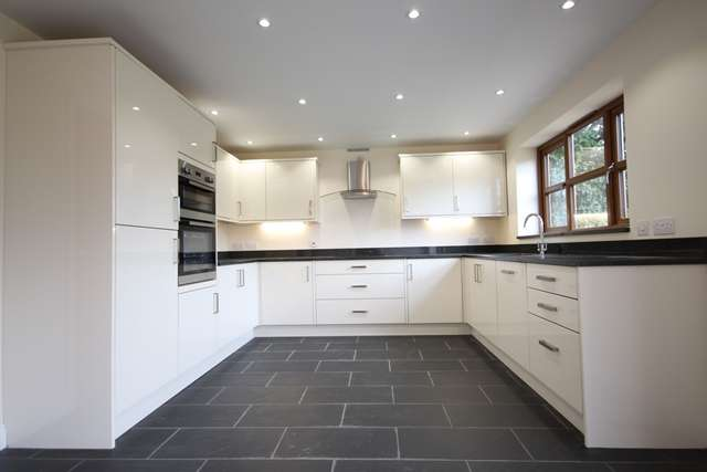 4 Bedrooms Detached House for rent in Bell Lane, Lower Broadheath