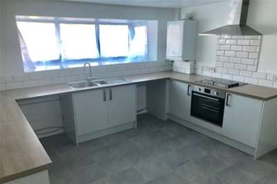 4 Bedrooms House for rent in Lightwood Road, Stoke-on-Trent