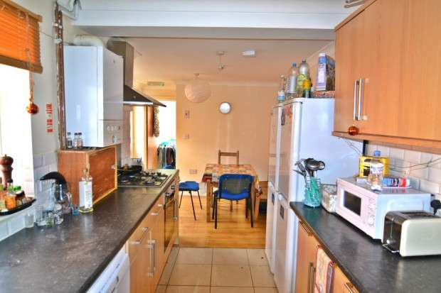 6 Bedrooms Terraced House for rent in Lodge Road, Portswood Southampton, SO14