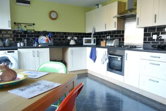 5 Bedrooms Detached House for rent in Snowgoose Way, Near Keele, Newcastle-Under-Lyme