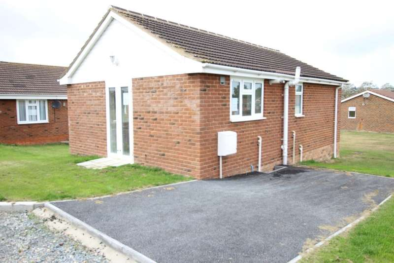 2 Bedrooms Detached Bungalow for sale in Warden Bay Road, Leysdown-On-Sea, Sheerness, ME12