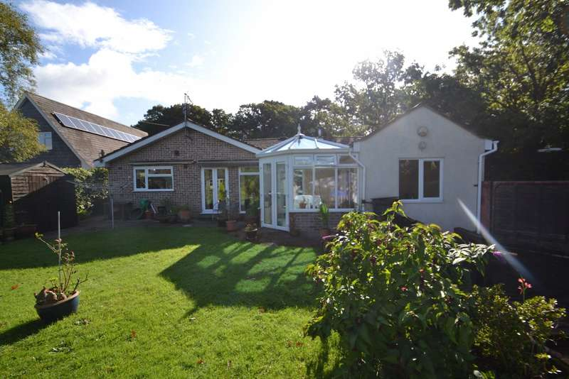 4 Bedrooms Bungalow for sale in Corfe Mullen