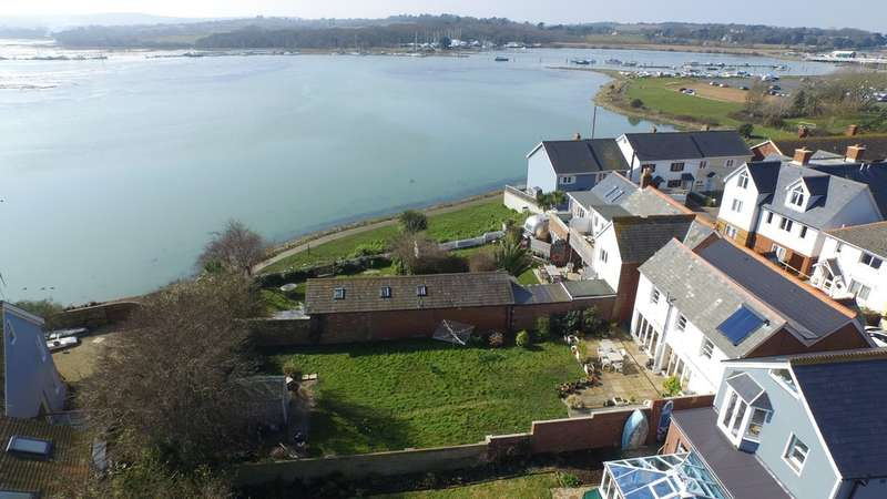 4 Bedrooms Detached House for sale in Yarmouth, Isle of Wight