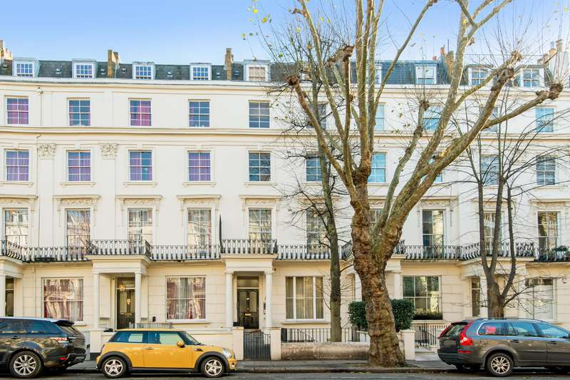 2 Bedrooms Flat for sale in Clifton Gardens, London