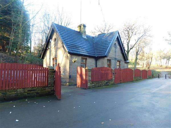 4 Bedrooms Detached House for sale in Top Lodge, Bracken Hill Park, off Bartle Lane, Bradford