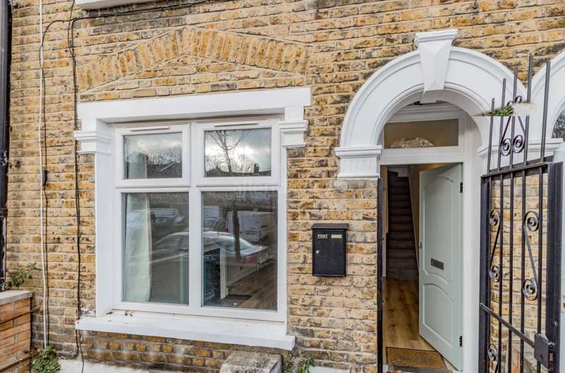 2 Bedrooms House for sale in Coopers Lane, Leyton